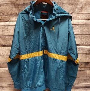 JORDAN Windbreaker with hood and pockets - LARGE